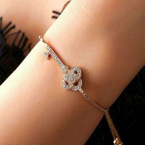 Jewelry - Gold Key Bracelet